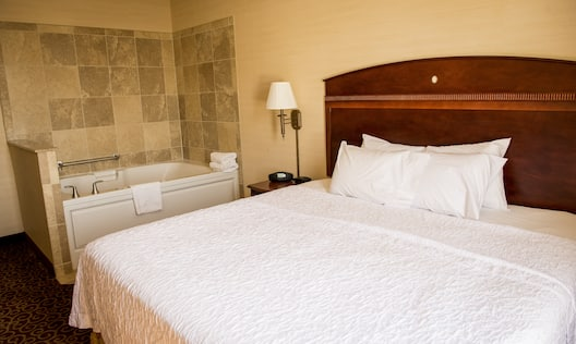 Guestroom with King Bed and Whirlpool Tub