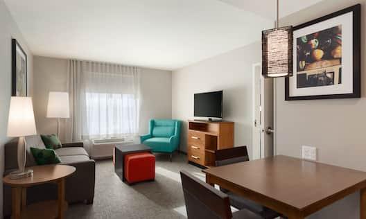 2 queen suite living room