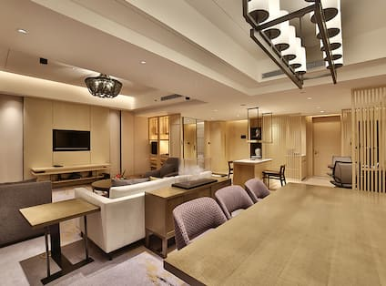 King Deluxe Suite Living Area