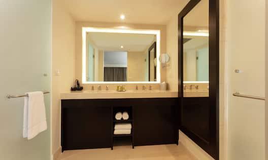 Suite Bathroom with Vanity and Amenities