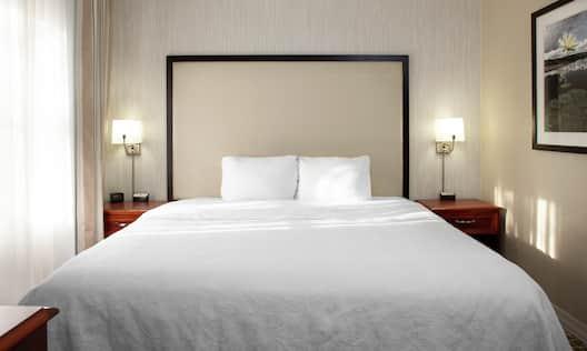 Guestroom Suite Bedroom