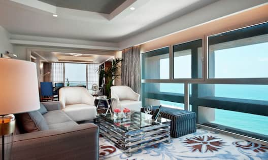 Suite Living Room with Sea View