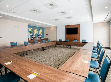 Hollow Square Setup Meeting Room with HDTV