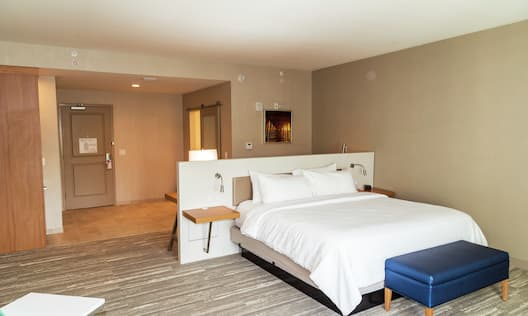 King Premium Guestroom with Bed