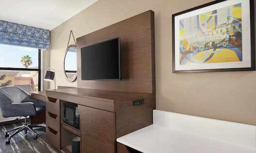 Double Queen Guestroom With Work Desk