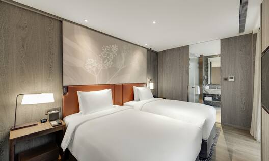 Twin Corner Suite with Two Beds, Room Technology, and Bathroom View