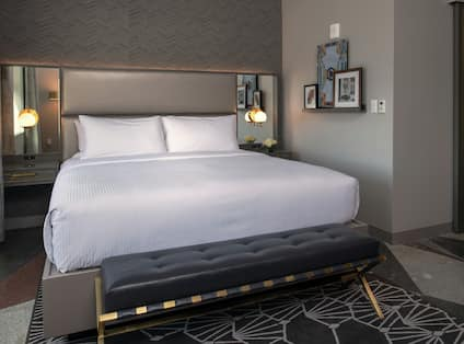 King Premier Guestroom with Bed
