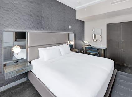 King Petite Lounge Suite Bedroom