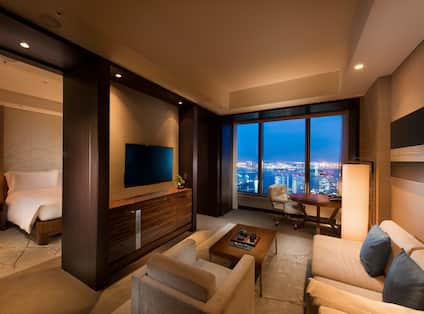 King Suite Bay View Living Area