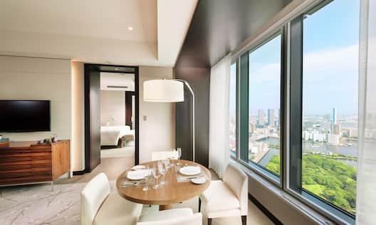 Corner Bay View Suite King Living