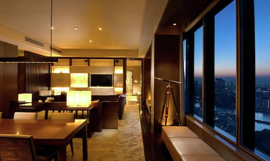 Royal Suite Living Room2