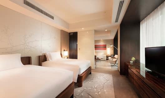 Corner City View Suite Twin Bedroom