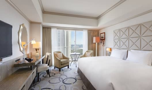 King Guestroom with Bed, Lounge Area, Outside View, Balcony, Work Desk, and Room Technology