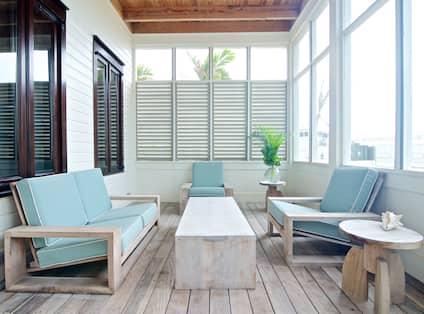 Screened Porch Lounge Area