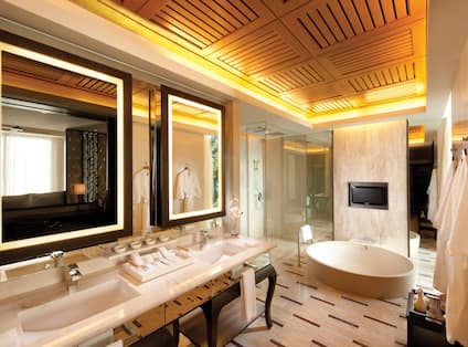 Suite Bathroom With Tub