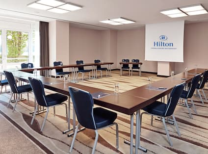 Danube Meeting and Event Space in U-Shape Setup with Projector Screen