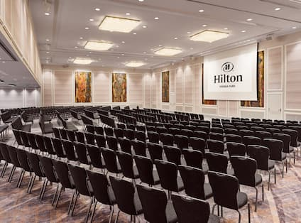 Meeting room with chairs and projector