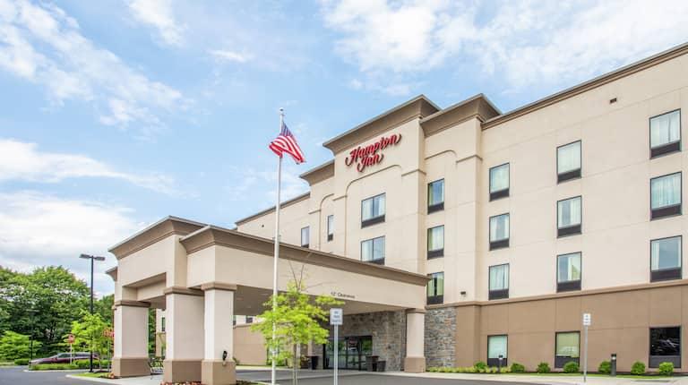 Hampton Inn Hotel Exterior with Flag Image 1 of 12