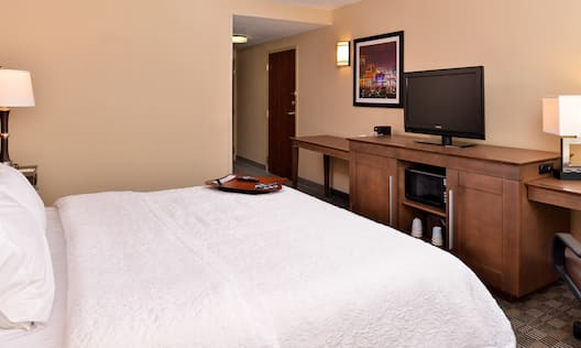King Bed Guest Room Amenities