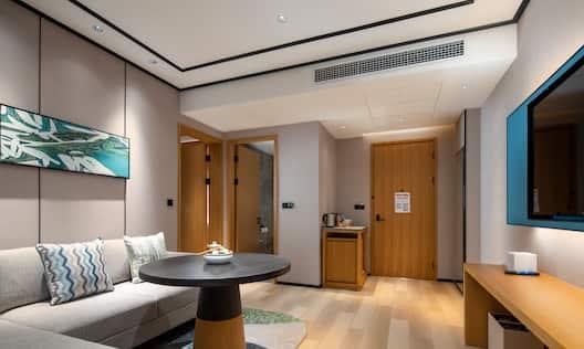 Guest Suite Lounge Area