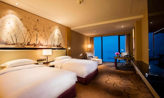 Hilton Guestroom Riverview Twin