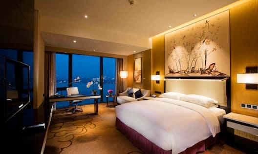 Hilton Guestroom Riverview King