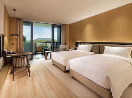 Deluxe Twin Guest Bedroom with view