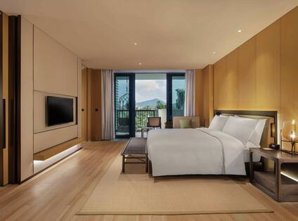 Suite Bedroom with Mountain View