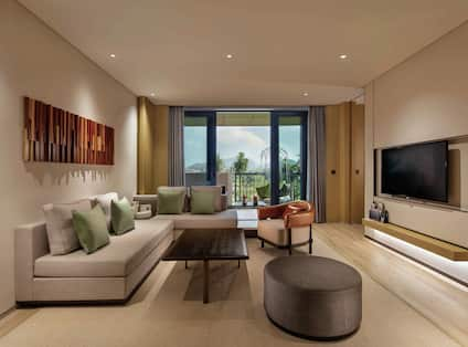 Mountain View Suite with Living Area