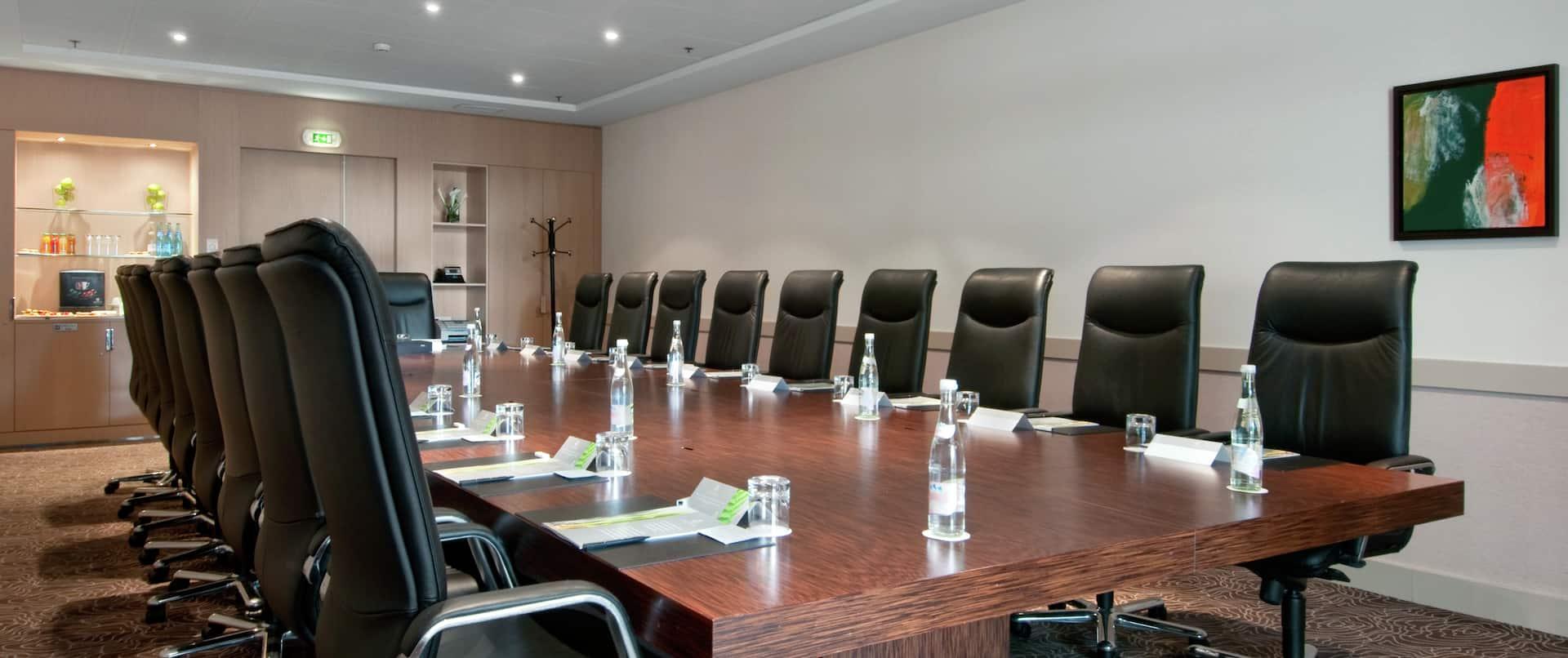 Tumas Boardroom