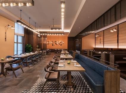 Canto Street Restaurant Seating