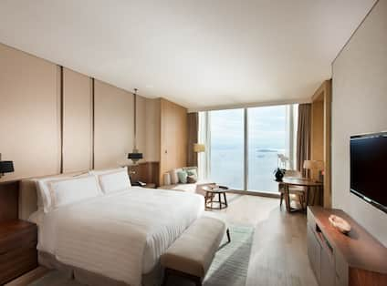 Premium Sea View King Bed Guestroom