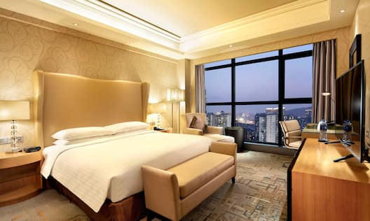 Executive Premium - King-Sized Bed and Dusk City View