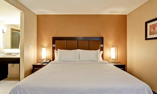 Homewood Suites by Hilton Waterloo/St. Jacobs, Ontario, Canada - Comfortable bed