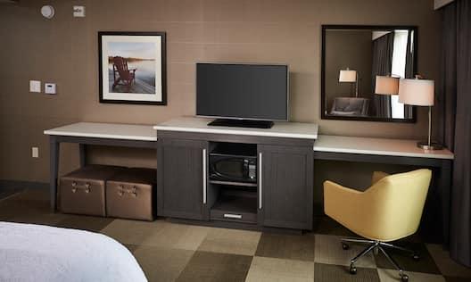 King Guest Room/TV