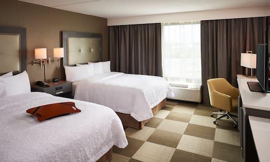 Queen Room Bed with Desk/TV