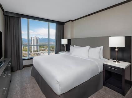 Guest Room with a King sized Bed HDTV and City View
