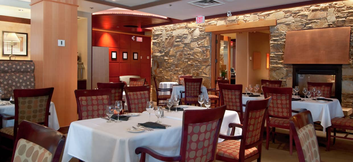 Cinnamon Bear Grille - Dining Room