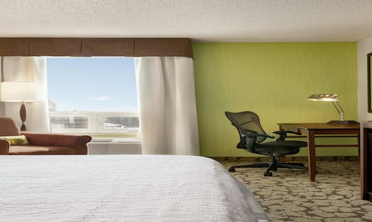 King Bed City View Guest Room