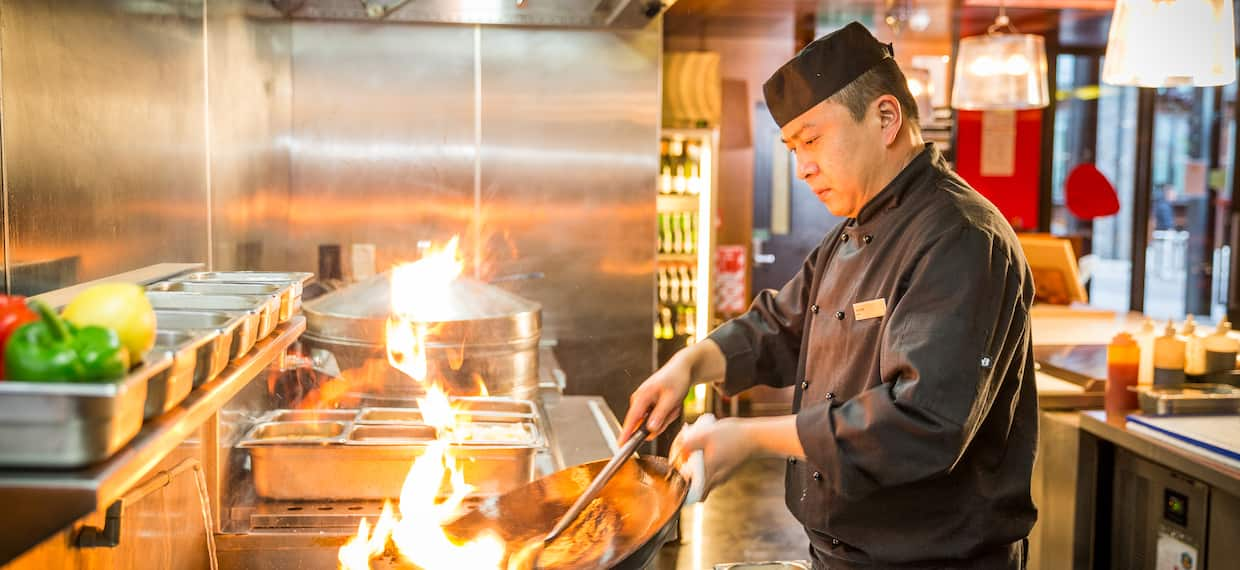 DoubleTree by Hilton Hotel Queenstown, New Zealand - Me&Mee Restaurant Chef