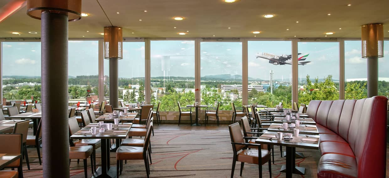 Horizon Restaurant Seating Area