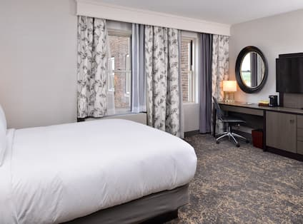 DoubleTree by Hilton Utica - One Queen Bed